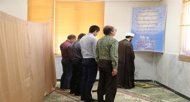 برگزاري مراسم نماز جماعت و تلاوت قرآن مجيد در ماه مبارك رمضان